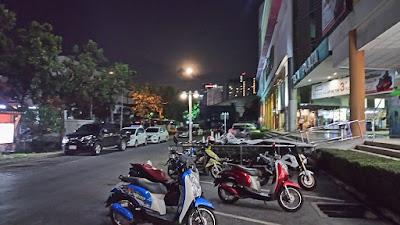 夜のバンコク