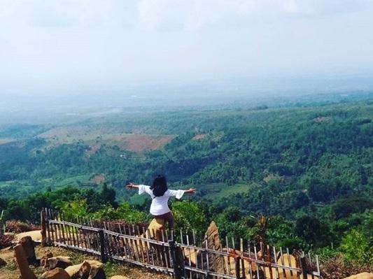 bukit batu songgong wisata nganjuk