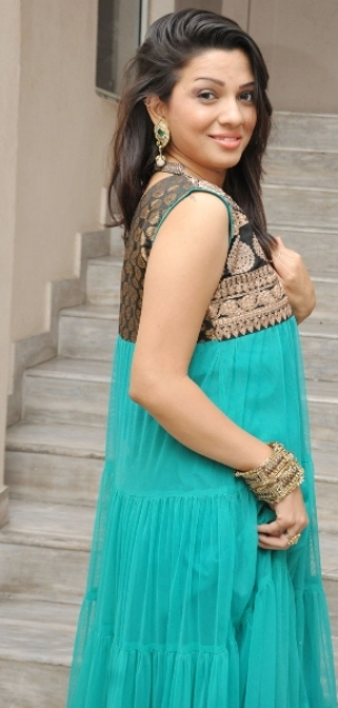 Cute and fair Parinidhi latest photo stills