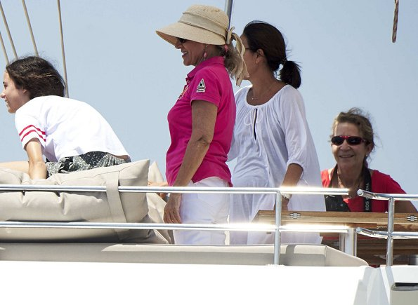 Queen Sofia, Infanta Elena and Victoria Federica de Marichalar on board of the Somni boat congratulates King Felipe