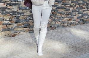 4 maneras de llevar... pantalones blancos en invierno