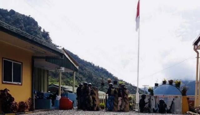 Mencekam... Usai Tembaki Pos Brimob, Kelompok Bersenjata Serbu Polsek