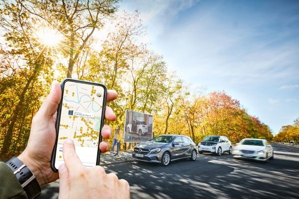 Image Attribute: BMW Group and Daimler AG are creating a holistic, intelligent and seamless ecosystem of mobility services with car-sharing, ride-hailing, parking, charging and multi-modality for sustainable urban mobility. (11/2018) / Source: BMW Group PressClub /  ID: P90331498