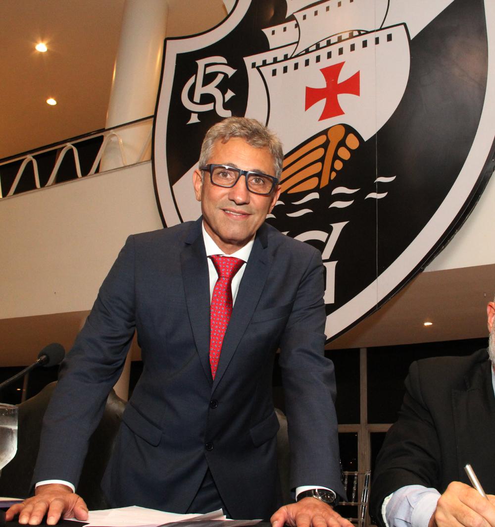 05769ac8d291e FESTAS VIPS DO RIO  Posse de Alexandre Campello na presidência do ...