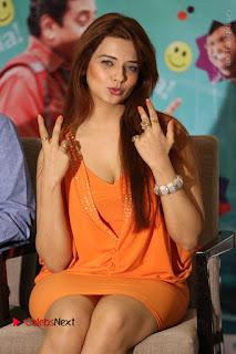 Actress Saloni Aswani Pos in Short Dress at Meelo Evaru Koteeswarudu Movie Interview  0145.JPG