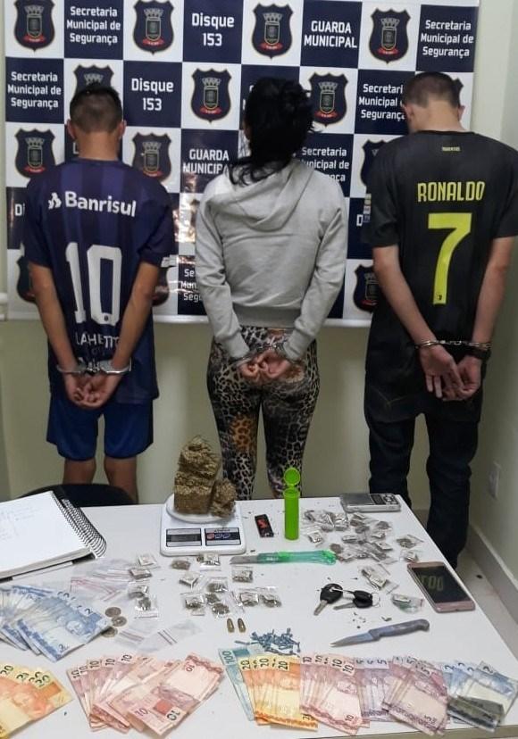 Dois presos e um menor aprendido por tráfico de drogas em Cachoeirinha