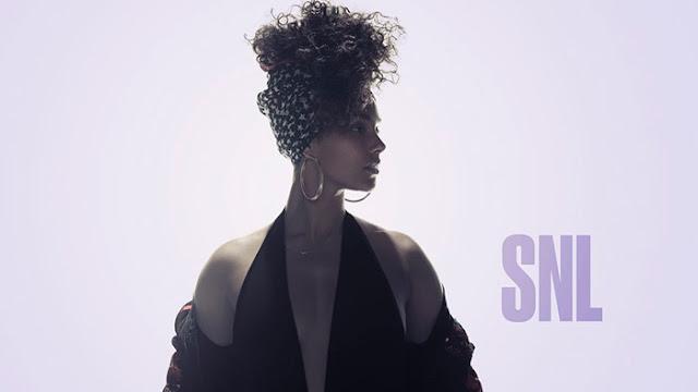 Alicia Keys se presenta en SNL y canta nueva canción.
