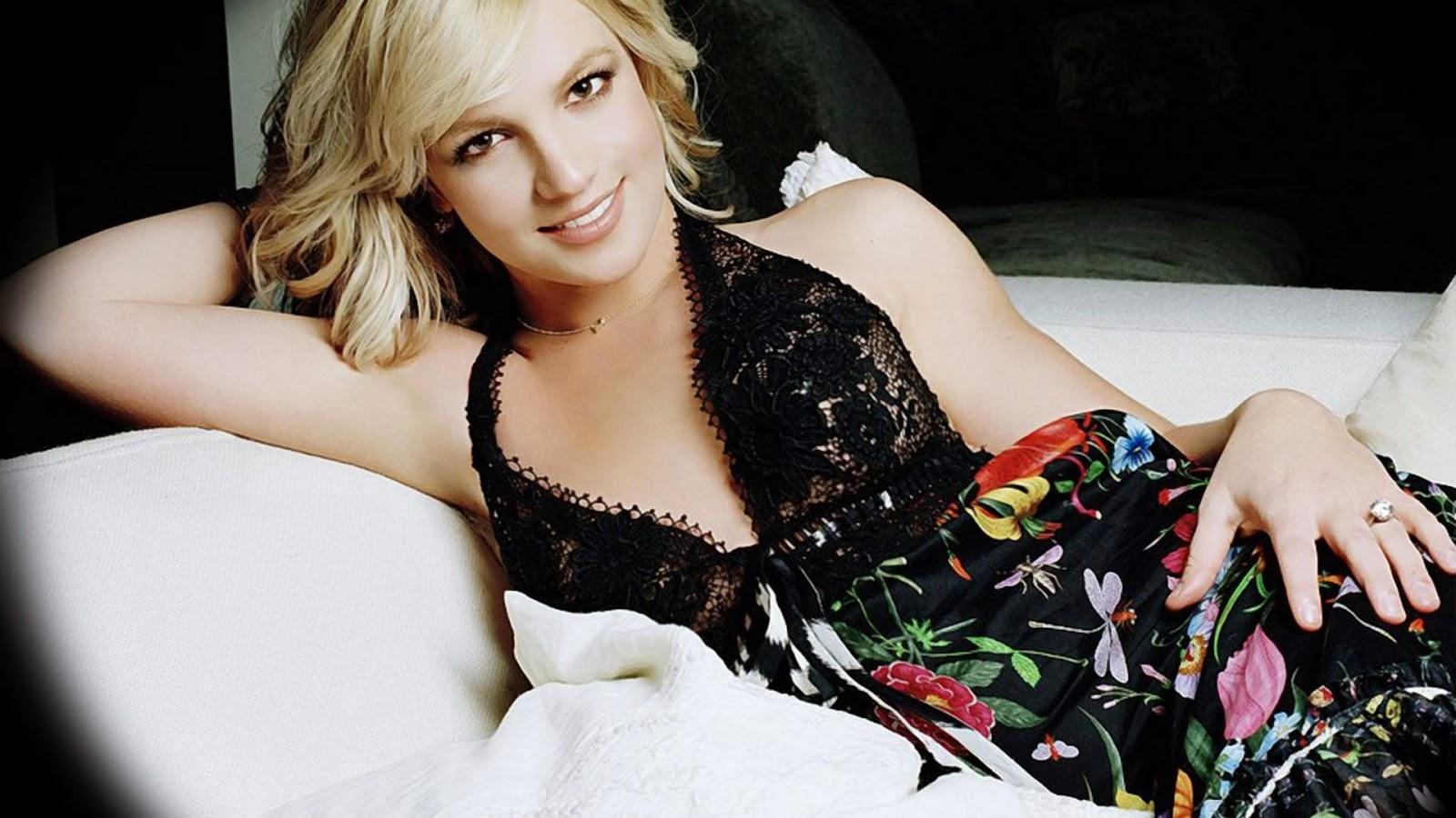 hd wallpapers britney spears hot wallpapers. Black Bedroom Furniture Sets. Home Design Ideas