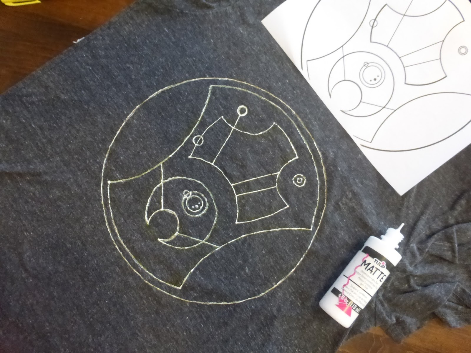 diy doctor who shirt hello sweetie in circular gallifreyan