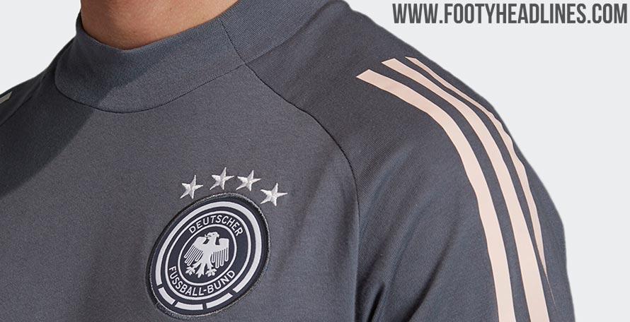 Der Kragen: Zwei Adidas Deutschland EM 2020 Trainingstrikots