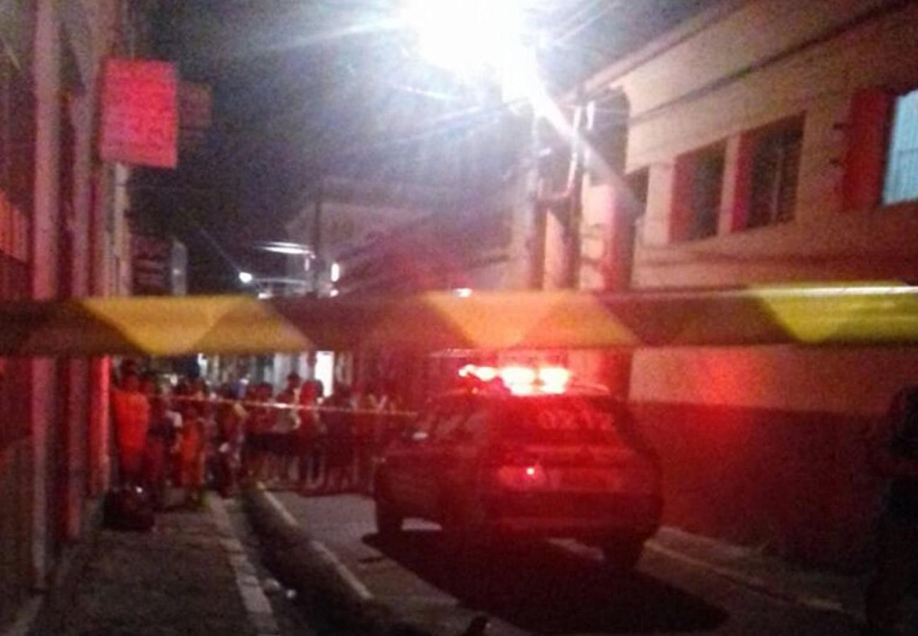 Travesti é morta a tiros por motociclistas em bairro em Belém, no Pará