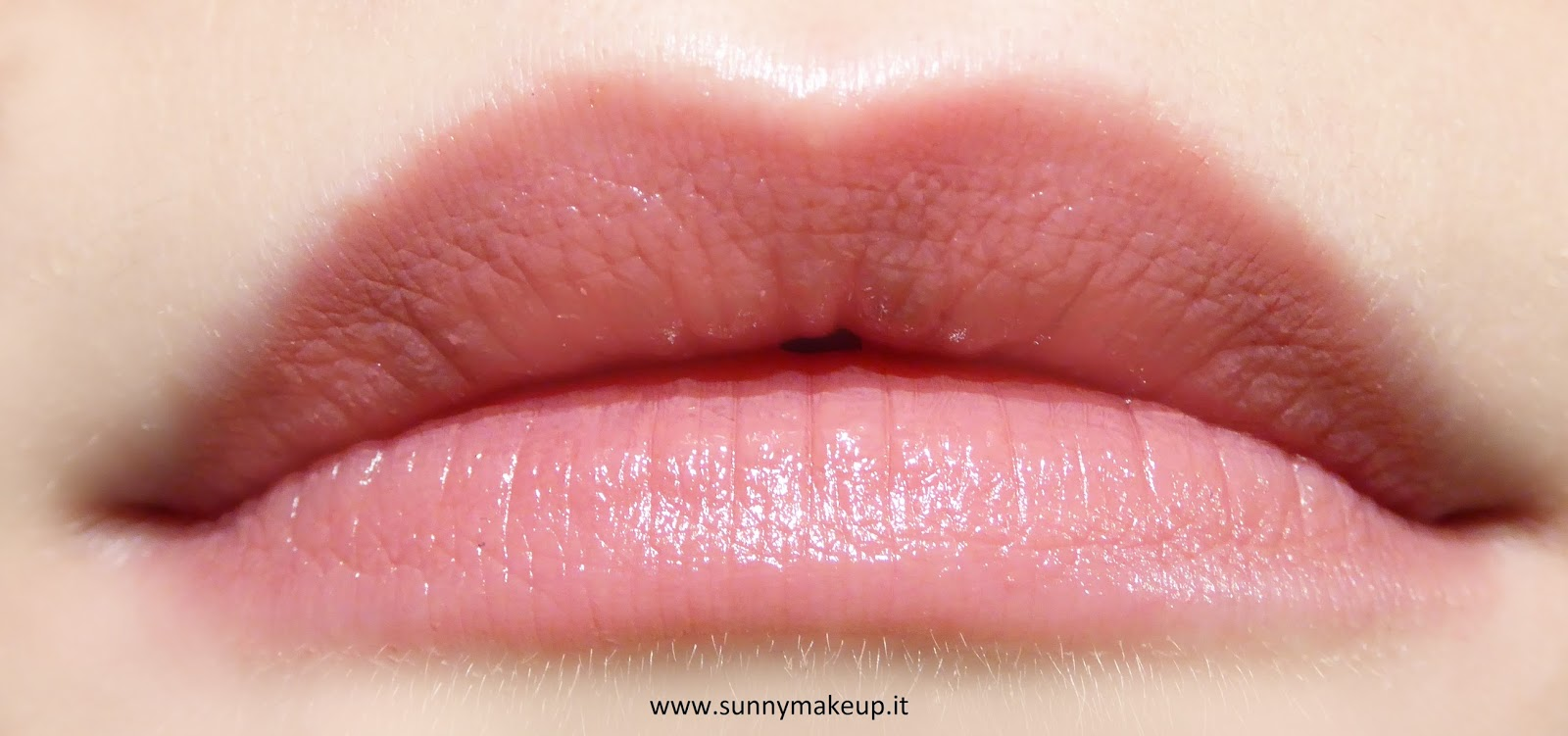 Essence - Long Lasting Lipstick Nude. 05 Cool Nude. Swatch sulle labbra.