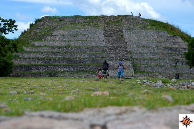 Izamal, Piramide di Kinich-Kakmó