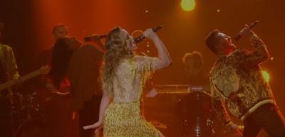 Helga encanta com coreografia — Foto: Globo