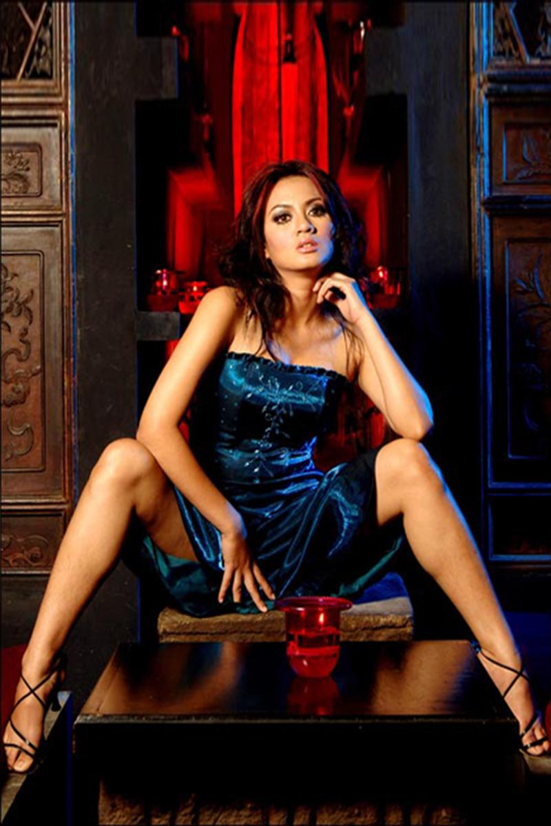 Foto Model seksi Yeyen Lidya manis dan cantik