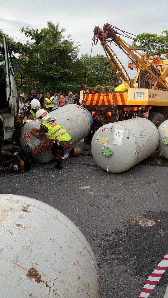 [Gambar] Warga Emas Maut Di Hempap Tong Gas