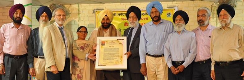 Former Union Minister Dr Manohar Singh Gill awarding fellowship to Prof Gurbhajan Gill