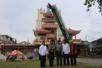 Penurunan Patung Vihara Tri Ratna Kota Tanjungbalai Telah Terlaksana