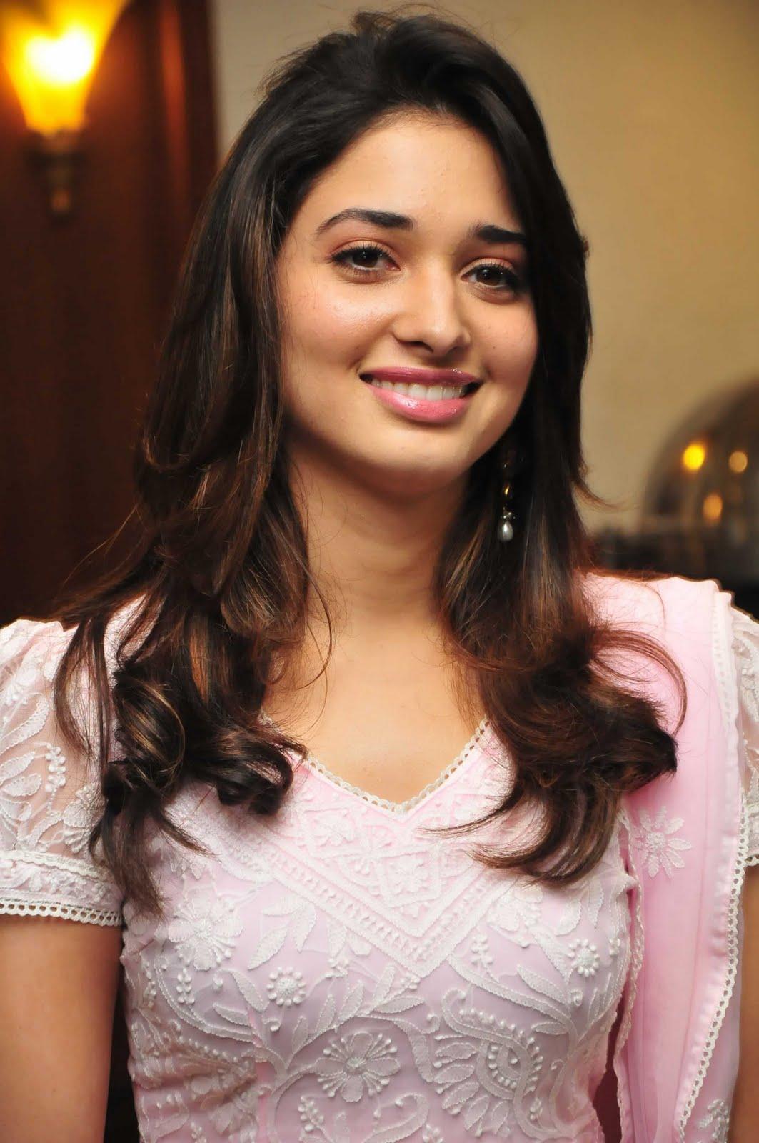 Latest Tamanna In Saree: Fashion Models And Actress: Tamanna Latest Stills