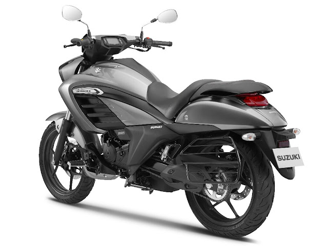 Suzuki Intruder 150 right side three quater hd image