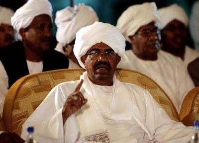 البشير يعلن الطوارئ ويحل حكومة الوفاق والولايات ويوقف التعديلات الدستورية