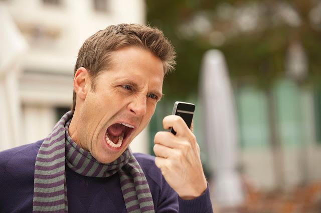11 Alasan Wanita Tidak Membalas Chat Pria