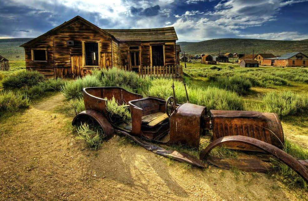 La città fantasma a Bodie: Vacanze negli States? Ecco 6 insolite mete da non perdere.