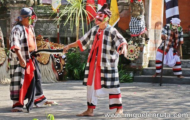 Danza-Barong-hombres