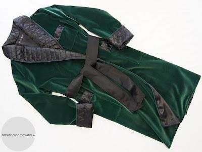 morgenmantel samt seide warm lang gefüttert edel grün waldgrün smaragdgrün schalkragen gesteppt hausmantel exklusiv luxus