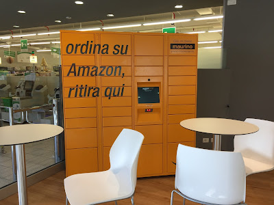 Amazon lockers in Bergamo.