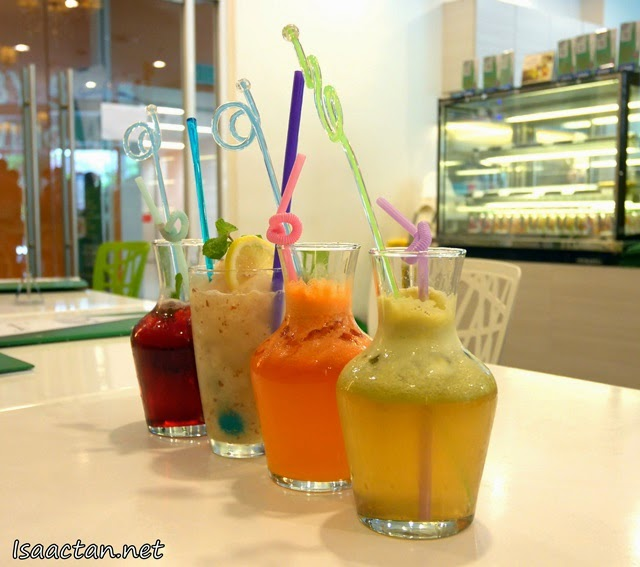 Some of the healthy fruit juices and concoctions ordered by fellow bloggers at Signature Cafearo
