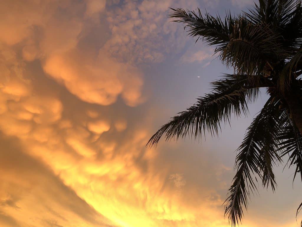 Menikmati Indahnya Langit Senja Di Ambal Kebumen