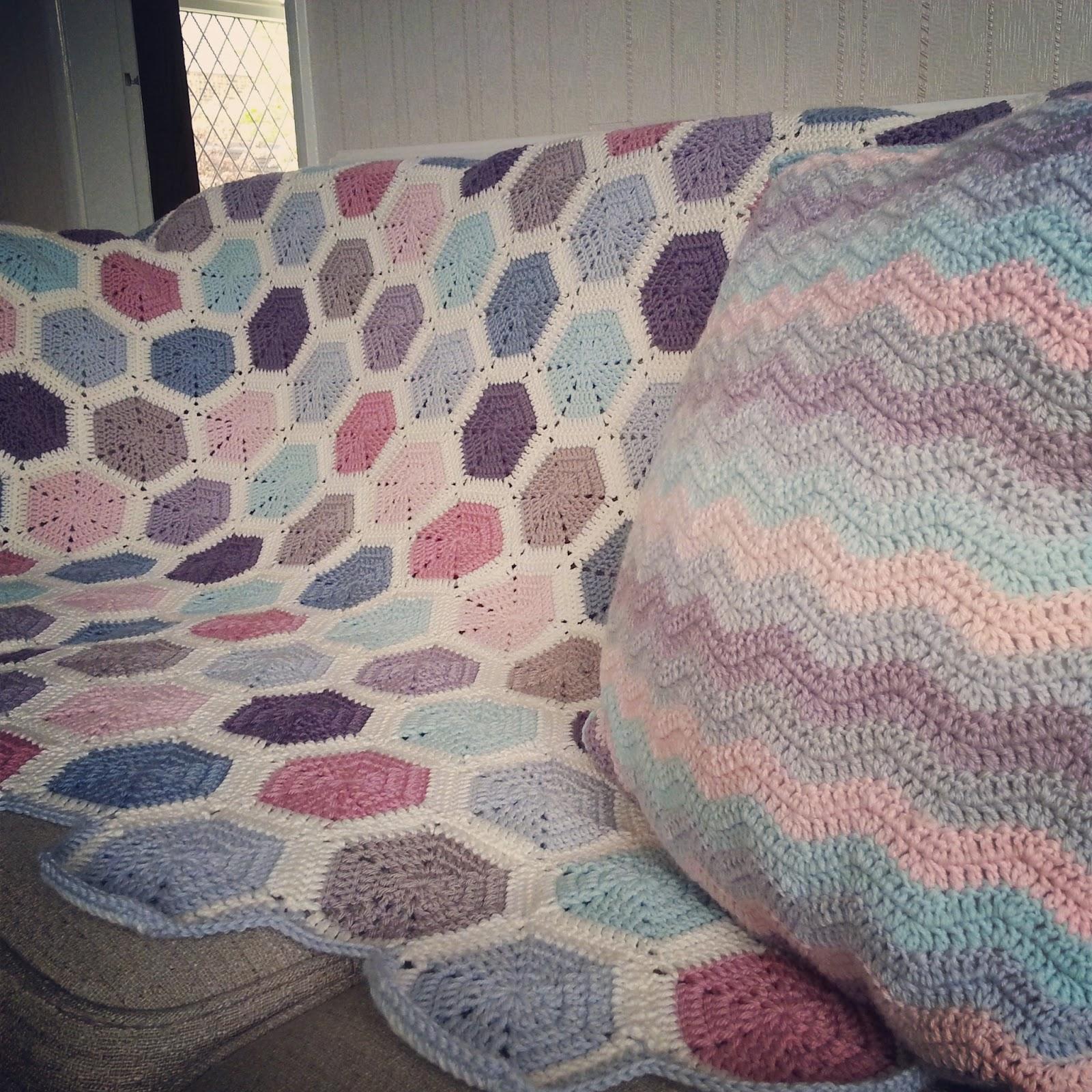 Lavender And Wild Rose Evie Pastel Hexagon Throw Pattern