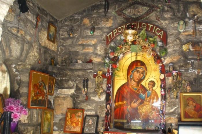 Τα Πατήματα της Παναγίας της Προυσιώτισσας – GreekPress