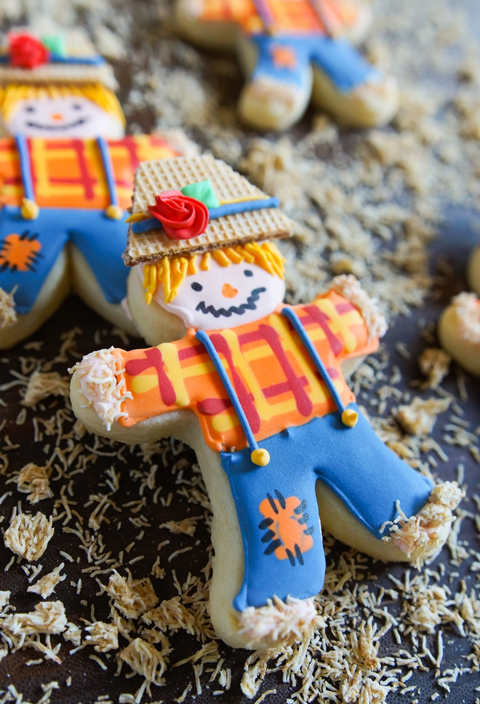make Scarecrow Cookies from a gingerbread man cookie cutter ♥ bakeat350.net