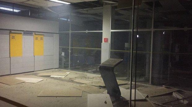 Agência ficou destruída após explosão (Foto: Leitor via WhatsApp)