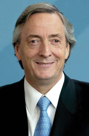 Foto de Nestor Kirchner con canas y sonriendo