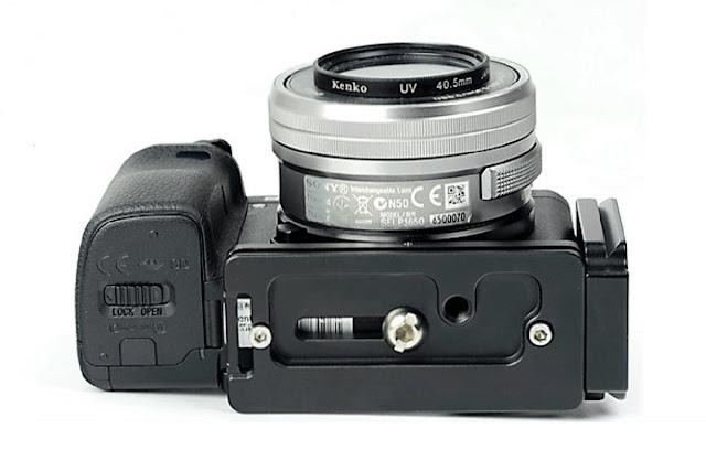 Sunwayfoto PSL-A6300 L bracket on Sony a6300 bottom view