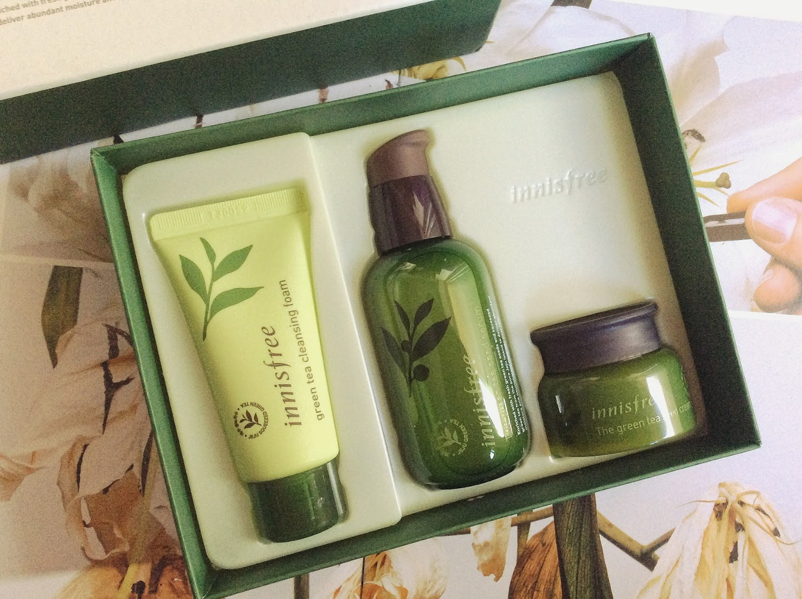 The Innisfree Green Tea Seed Serum Special Care Set