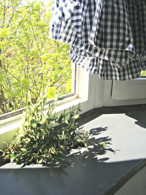 W co się ubrać? Slow fashion. Jak zapanować nad własną garderobą. Porządki w życiu i w szafie. Idea slow life.