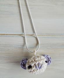 http://translate.googleusercontent.com/translate_c?depth=1&hl=es&rurl=translate.google.es&sl=auto&tl=es&u=http://happyberrycrochet.blogspot.co.uk/2013/07/how-to-amigurumi-bear-necklace.html&usg=ALkJrhjUEe1akB_eQ9LT2sXiLujrUUe9Ow
