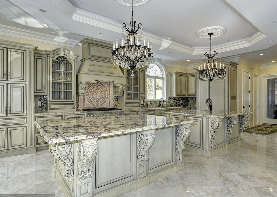 Grand and elegant kitchens for Most elegant houses