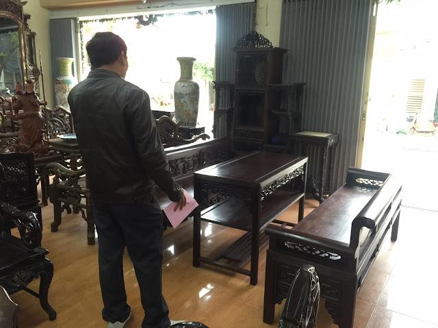 Khách hàng từ Vinh đặt mua 3 bộ trường kỷ vai lật khi ghé thăm cửa hàng Đỗ Tĩnh