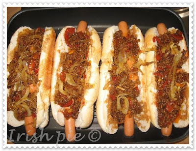 hot dog mit hackfleisch kitchen magic k chenzaubereien. Black Bedroom Furniture Sets. Home Design Ideas