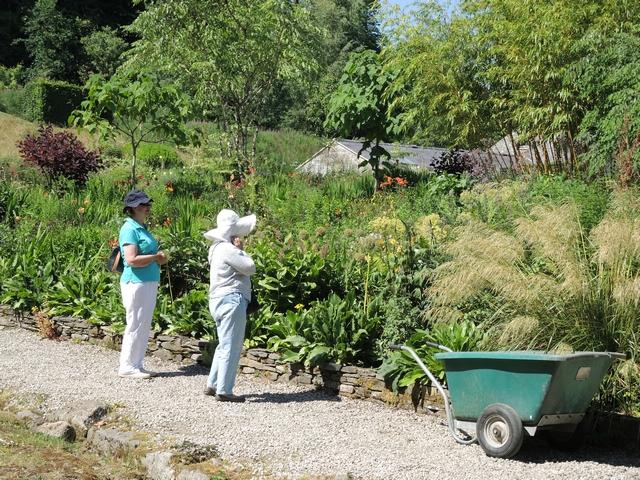 June Blake's Garden mit Besuchern