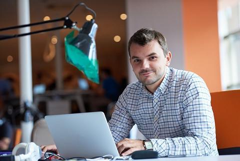 Estudante fazendo curso online