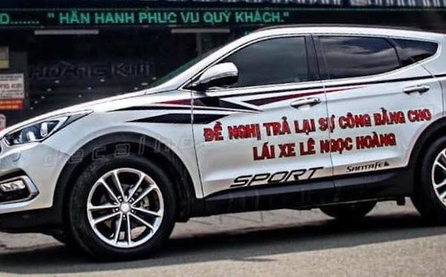 Ô tô của chị P. bị CSGT nhắc nhở vì dán decal