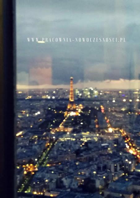 oświetlony paryż
