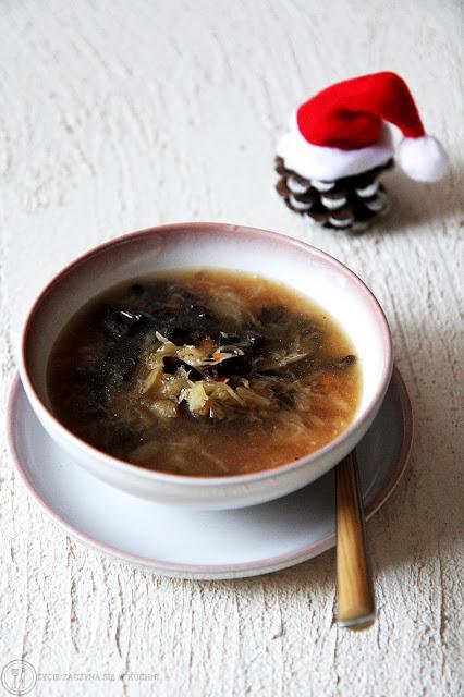 Wigilijna zupa z kapustą i grzybami