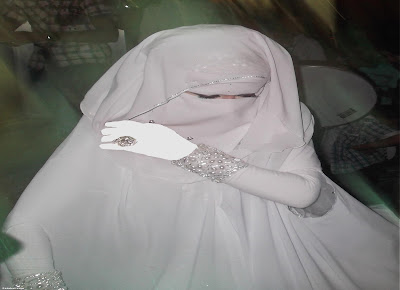 تزوج منها و لم يري و جهها ، لكن أنظر عندما كشف عن وجهها ماذا رأى !